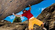 kl-bouldern-kapverden-musti-klettert-too-old-to-die-young-7c-c-thomas-schermer (jpg)