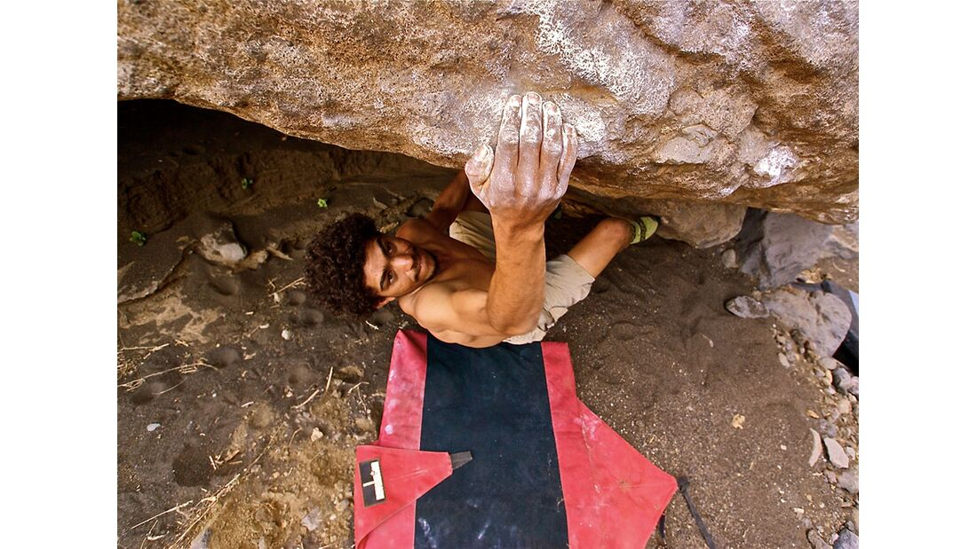 kl-bouldern-kapverden-tarzom-klettert-dodoti-6c+-c-ibo-guengoer (jpg)