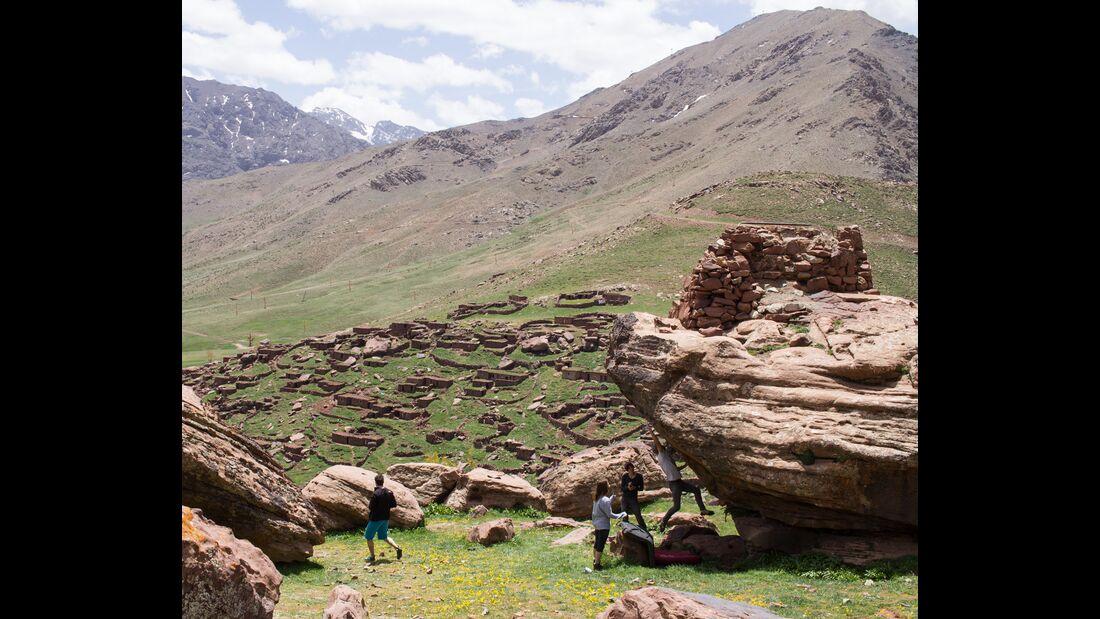 kl-bouldern-marokko-oukaimeden-Ben-private-heelhooks-6b-back-yard (jpg)
