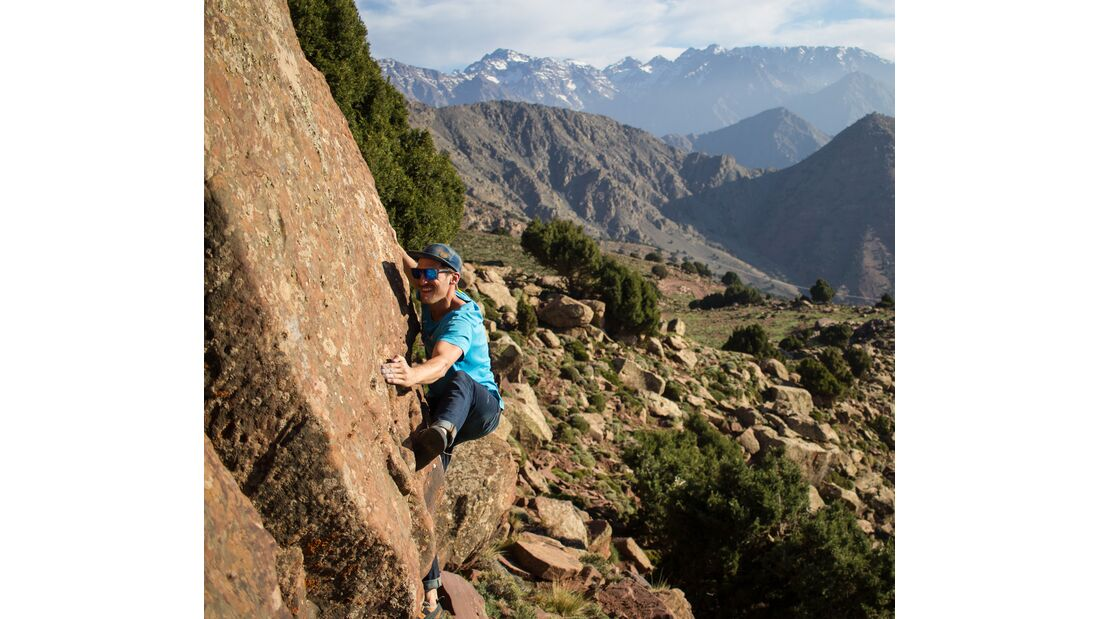 kl-bouldern-marokko-oukaimeden-keoma-jacobs-moed-sit-start-version-panorama-6a-plato (jpg)