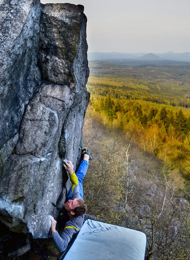 kl-bouldern-schneeberg-sneznik-martin-jungling-vytribena-technika-6c-fa-foto-zdenek-suchy (jpg)