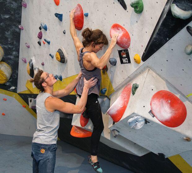 kl-bouldern-training-tipps-uebungen-gewicht-wegnehmen-c-ralph-stoehr (jpg)