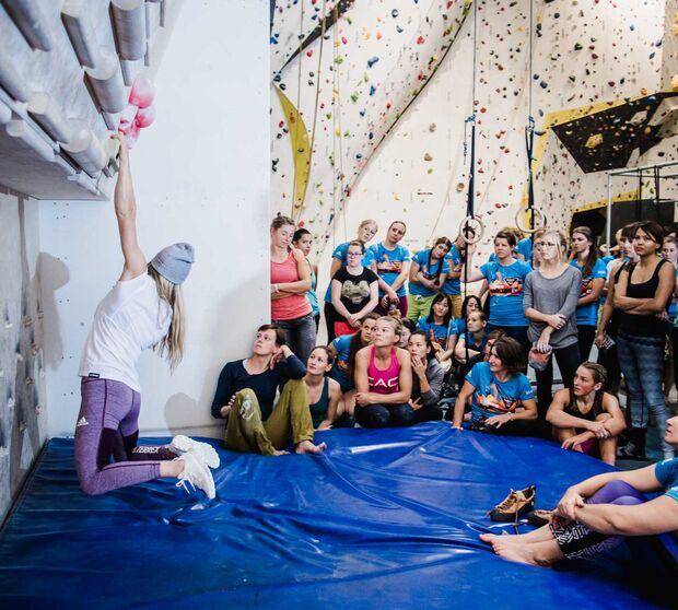 kl-boulderqueens-boulder-tipps-shauna-coxsey-trainingsboard-claudiaziegler_5925 (jpg)