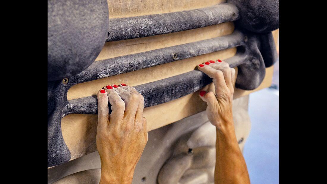 kl-fingerkraft-trainingsboard-bouldern-klettern-halb-aufgestellt-1 (jpg)