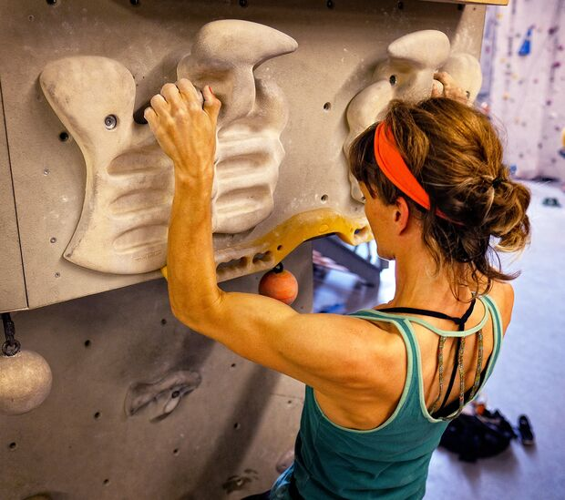 kl-fingerkraft-trainingsboard-bouldern-klettern-warm-up-klimmzug (jpg)