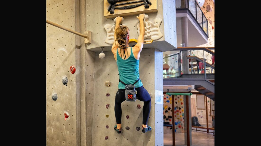 kl-fingerkraft-trainingsboard-bouldern-klettern-warm-up-mit-tritten (jpg)