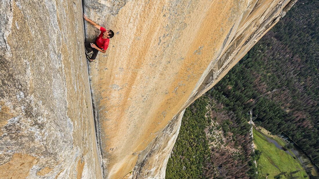 kl-free-solo-honnold-film-01_Alex-Honnold-klettert-enduro-corner-freerider-El-Capitan-Free-Solo-c-National-GeographicJimmy-Chin-1 (jpg)