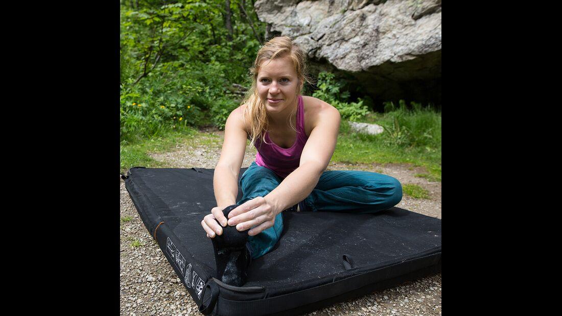 kl-hueftbeweglichkeit-bouldern-klettern-uebung-mina-c-jacob-slot-511a3258 (jpg)