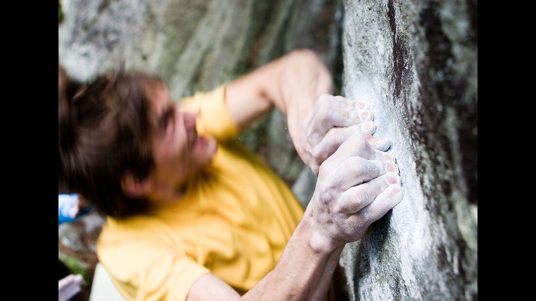 kl-klaus-isele-aufgestellte-finger-bouldern (jpg)