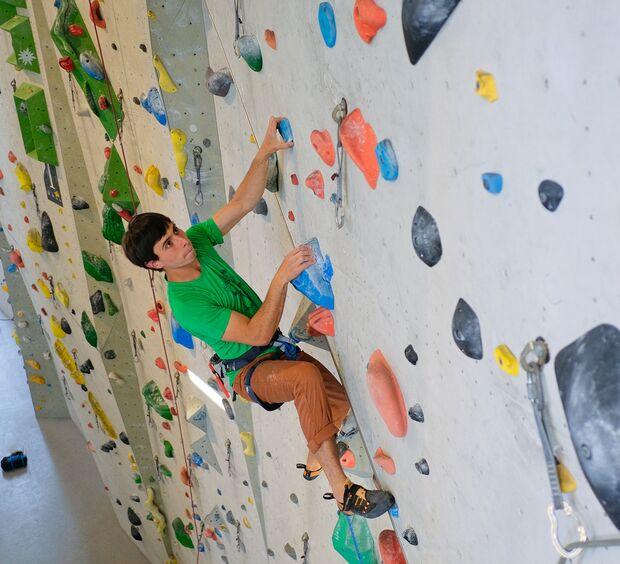 kl-klettern-ein-grad-schwerer-siebter-grad-19-04-10-Waldau-mit-Philippe303-copy (jpg)