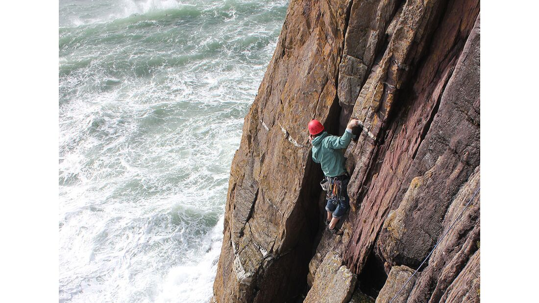 kl-klettern-in-irland-tradklettern-am-meer-c-david-flanagan-_0400 (jpg)