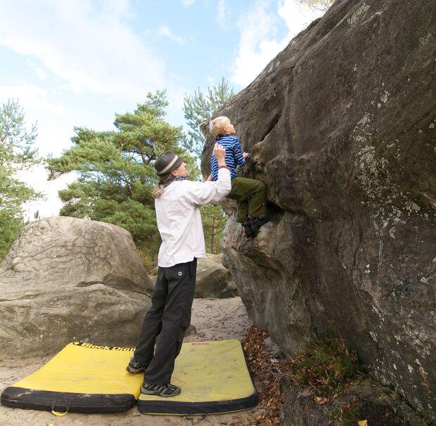 kl-klettern-mit-kindern-bouldern-fontainebleau4 (jpg)
