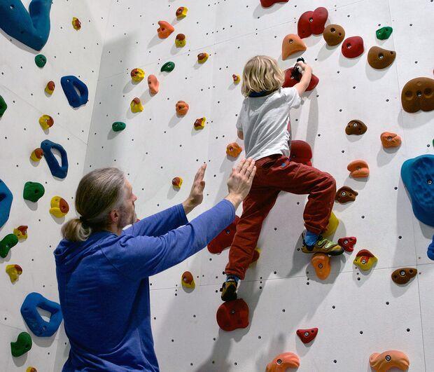 kl-klettern-mit-kindern-bouldern-spotten-DSC_5793 (jpg)