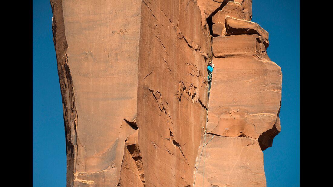 kl-klettern-usa-christian-pfanzelt-klemmgenuss-vom-feinsten-cody-scarpella-am-zeuss-tower-in-sisyphos-5-11r-canyonlands-175 (jpg)