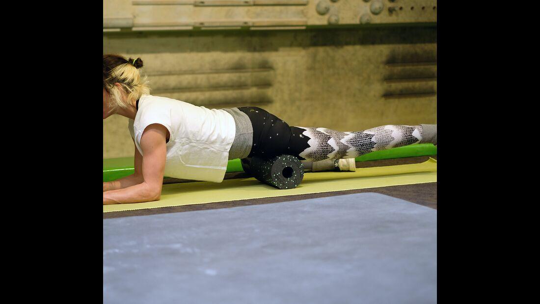 kl-massage-regeneration-oberschenkel-massage-rolle-foamroller (jpg)