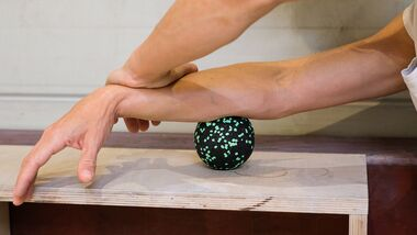 kl-massage-regeneration-unterarm-massage-klettern-kugel (jpg)