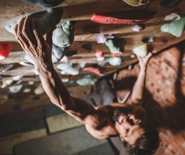 kl-niky-ceria-boulder-training-17b-portrait-boulderwand (jpg)