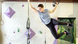kl-ninja-warrior-training-stuntwerk-lilli-kiesgen-affenschaukel-grams-n (jpg)