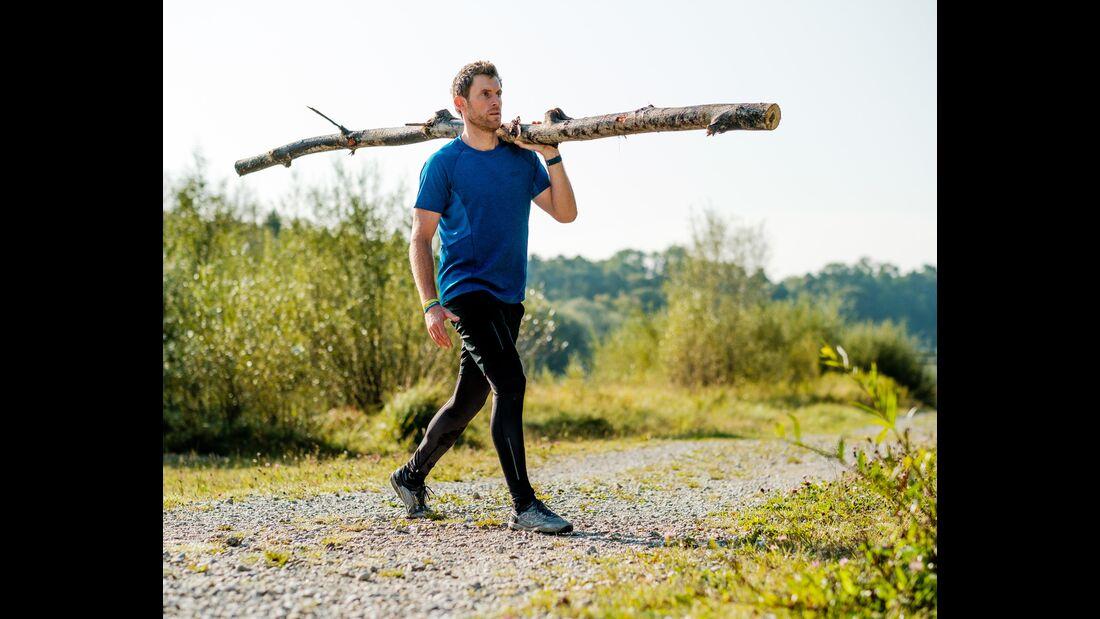 kl-outdoor-gym-jack-wolfskin-felix-klemme-outdoortraining-ausfallschritt-mit-baumstamm2 (jpg)
