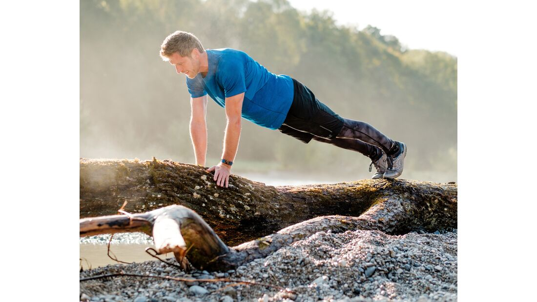 kl-outdoor-gym-jack-wolfskin-felix-klemme-outdoortraining-liegestuetz-vorschieben1 (jpg)
