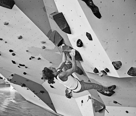 kl-training-am-campusboard-warmbouldern-sarah-dynochrom-boulderhalle-frankfurt (jpg)