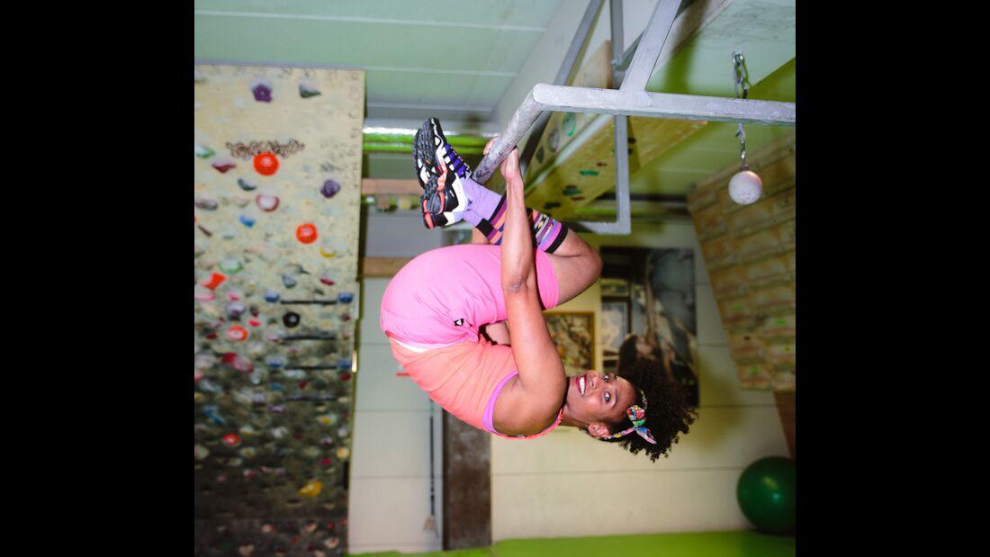 kl-trainingstools-bouldern-klimmzugstange-knees_to_elbows2-1-von-1 (jpg)