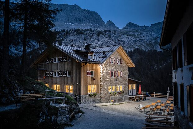 od 0219 Dolomiten Marmolada - Hütte