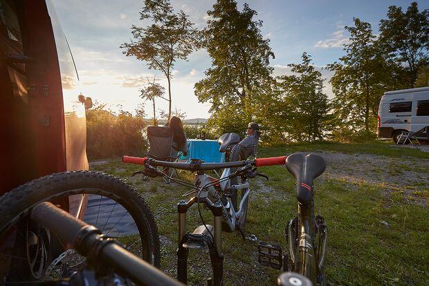 od-0918-campingbus-special-alpenreise-Fahrräder-Urs Golling (png)