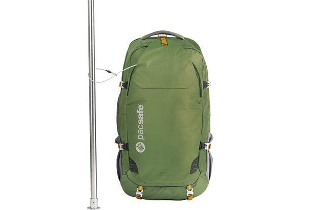 od-1114-reiseequipment-Pacsafe_Venturesafe-65L-GII_Olive_Khaki_60360505_Around_Pole_frei_100pc (jpg)