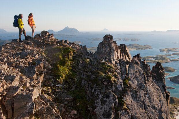 od-2015-special-norwegen-nordnorwegen-Die Aussicht entlang der Helgelandküste in Nordnorwegen ist ausnahmslos beeindruckend - Terje Rakke/Nordic Life