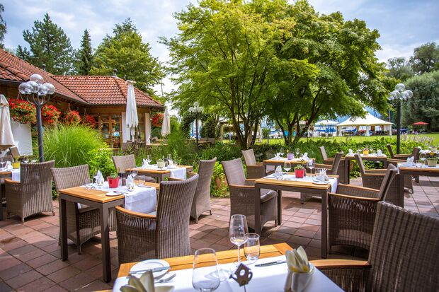 od-2018-mythos-bayern-Yachthotel_Chiemsee-seeterasse (jpg)