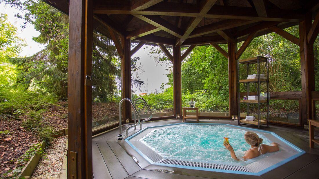 od-2018-mythos-bayern-Yachthotel_Chiemsee-whirlpool (jpg)