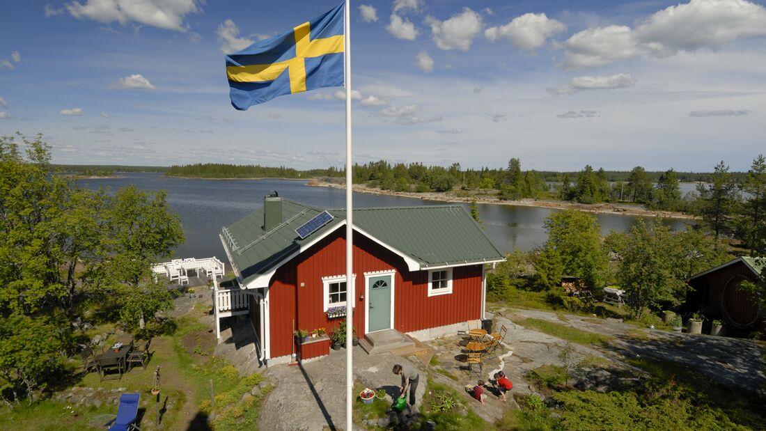 od-2018-schweden-huette-ferienhaus-skandinavien-see-COLOURBOX7962116 (jpg)