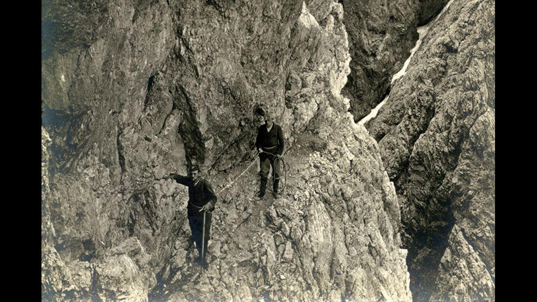 od-2019-dolomiten-jubilaeum-bandueberquerung-am-Langkofelband-1898-E (jpg)