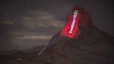 outdoor berg corona matterhorn beleuchtung solidarität